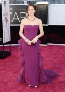 Jeniffer Garner usou um vestido Gucci sem excessos. Achei bonito.